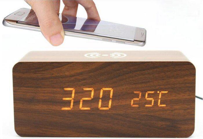 עמדת טעינה אלחוטית משולבת שעון מעורר דיגיטלי
