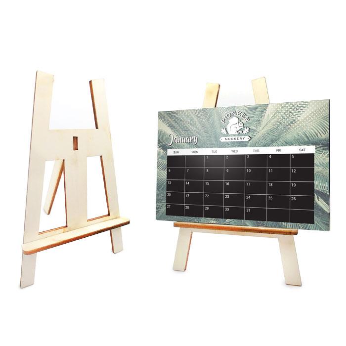 לוח שנה שולחני ממותג על סטנד עץ - ציור