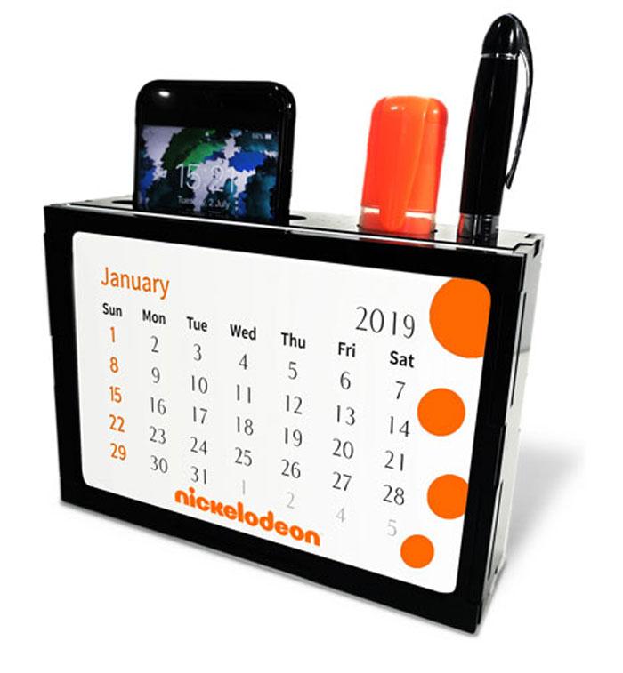 לוח שנה שולחני עם מעמד לנייד ולעטים