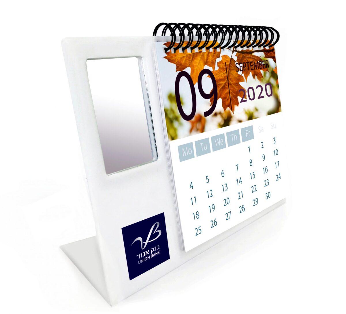 לוח שנה שולחני ממותג עם מראה מלבנית