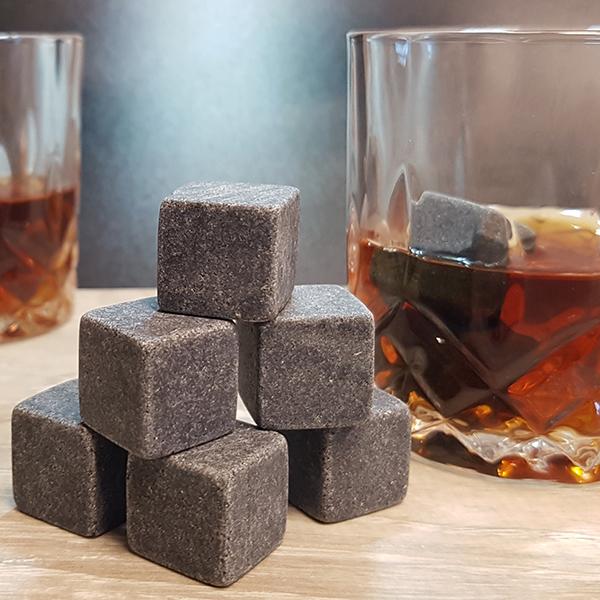 ערכת וויסקי מהודרת עם אבני קרח ושתי כוסות - רוק
