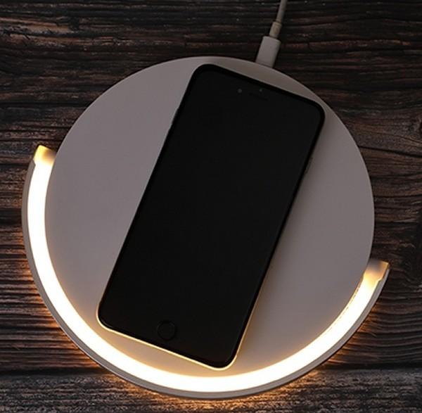 משטח טעינה אלחוטי ממותג משולב מנורת לילה שולחנית - לייט
