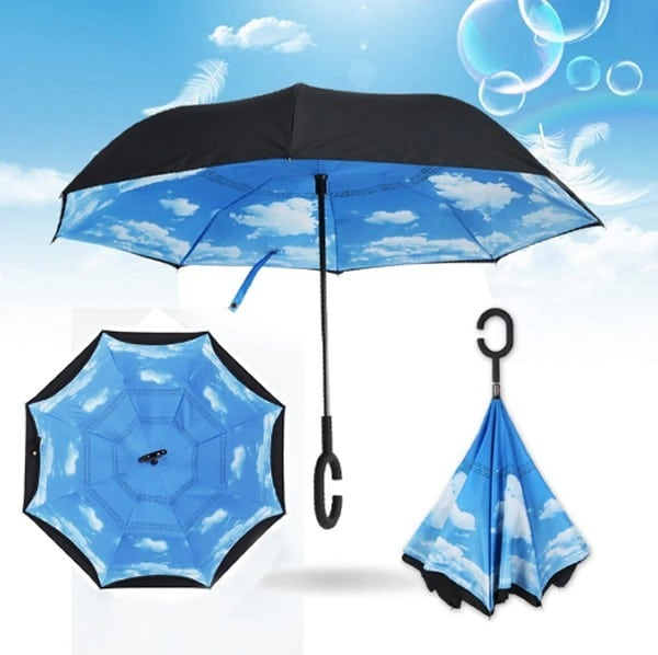 """מטרייה הפוכה """"23 עם דוגמת שמיים פנימית - בלו סקיי"""