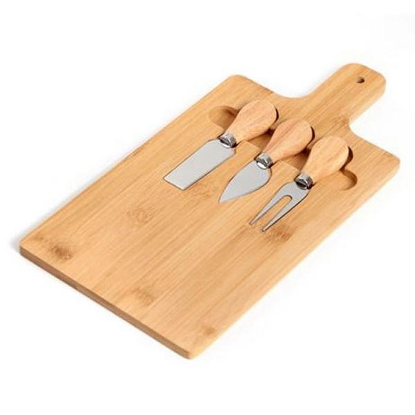 סט שלושה סכינים לחיתוך גבינות על מגש במבוק