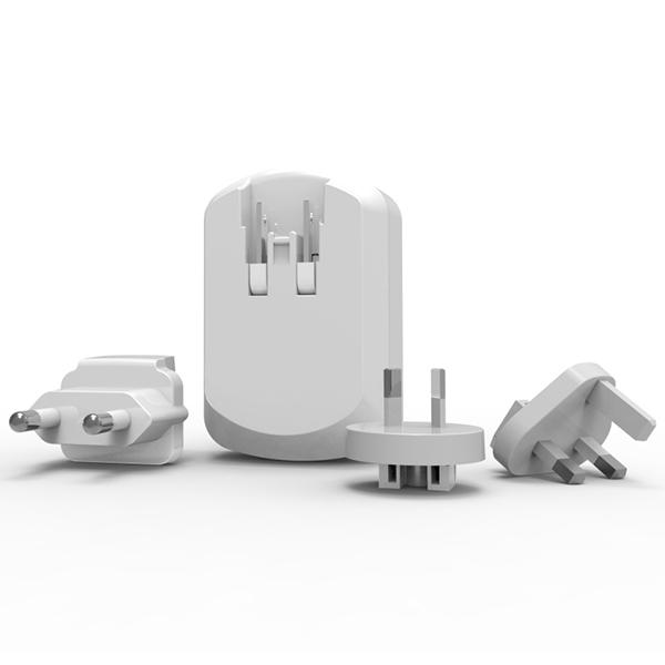 מתאם חשמל בינלאומי כולל 3 יציאות USB